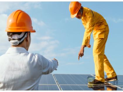 """使用半透明太阳能板同时种植用作物和发电的""""农用光伏技术""""技术"""